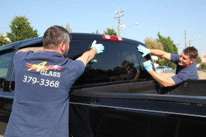 Pickup truck back glass installation